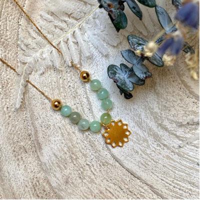 Collier avec perles naturelles et pendentif rosace