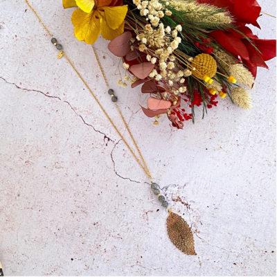 Sautoir perles naturelles et pendentif feuille – Labradorite