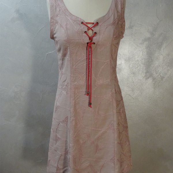 Robe chasulable rose pâle brodée